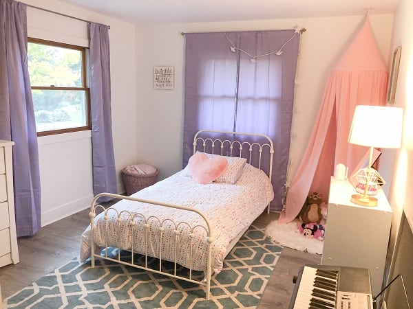 Here are some great ideas for an adorable bedroom for your toddler girl. Your daughter will love this cute and fun design on a friendly budget!